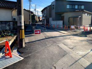 福野中学校前の道から三叉路への道