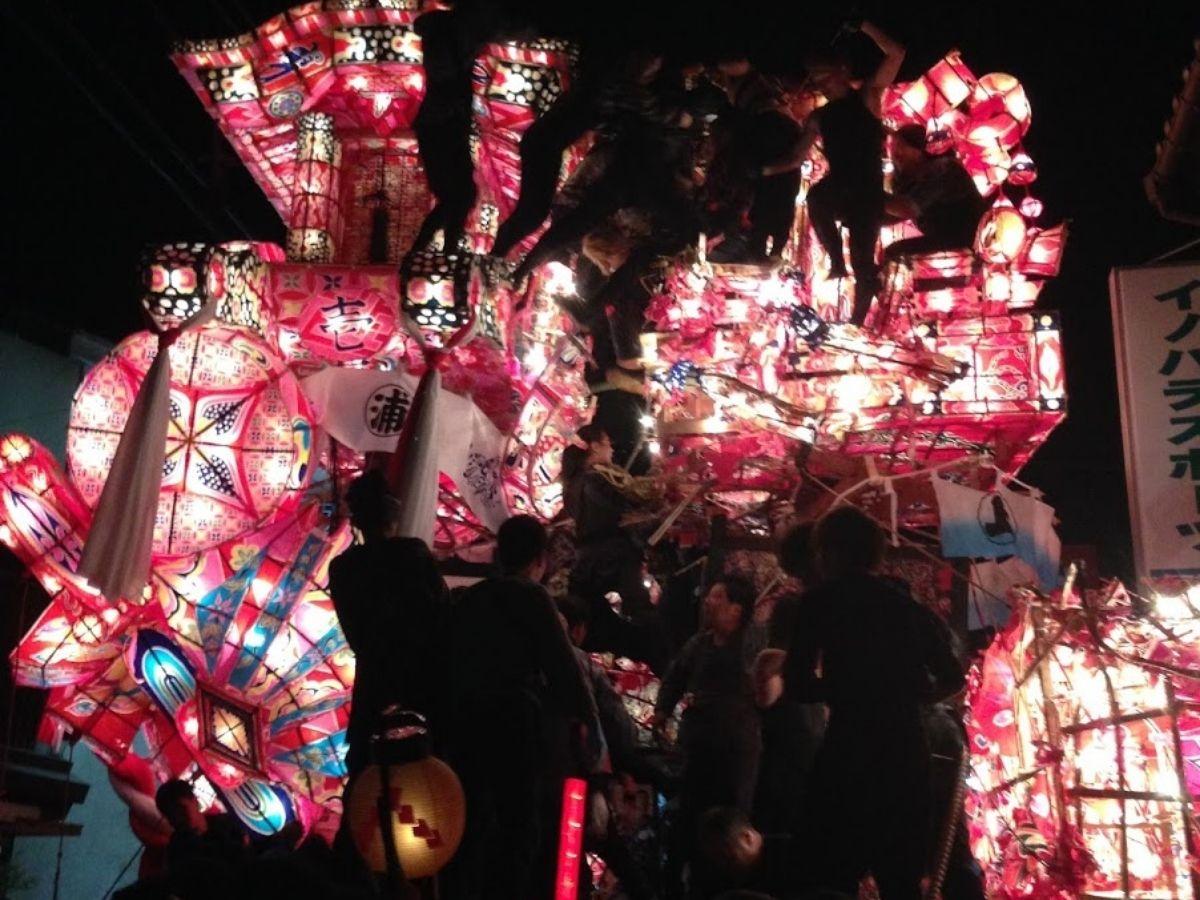 福野夜高祭の行燈のケンカ