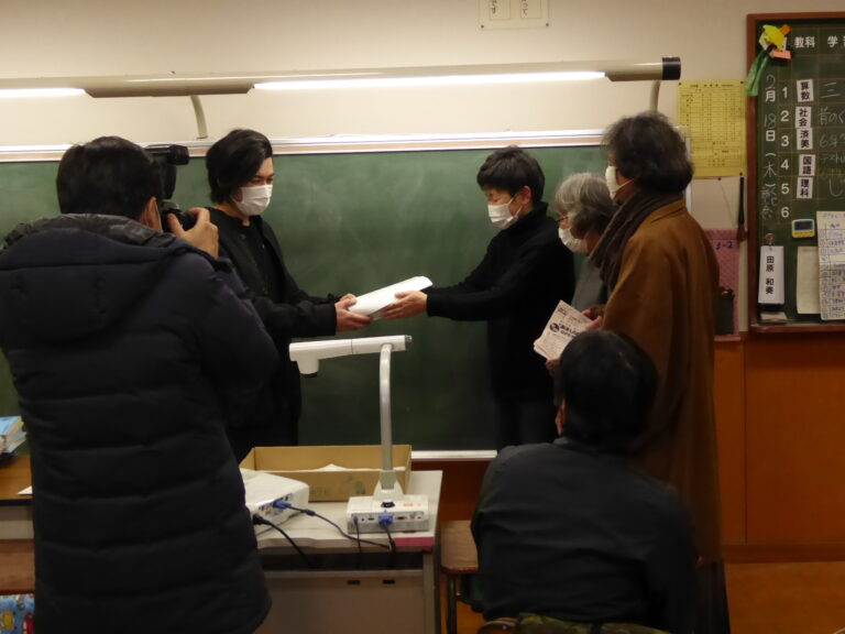 2月17日にベルマークを城端小学校へ届けました