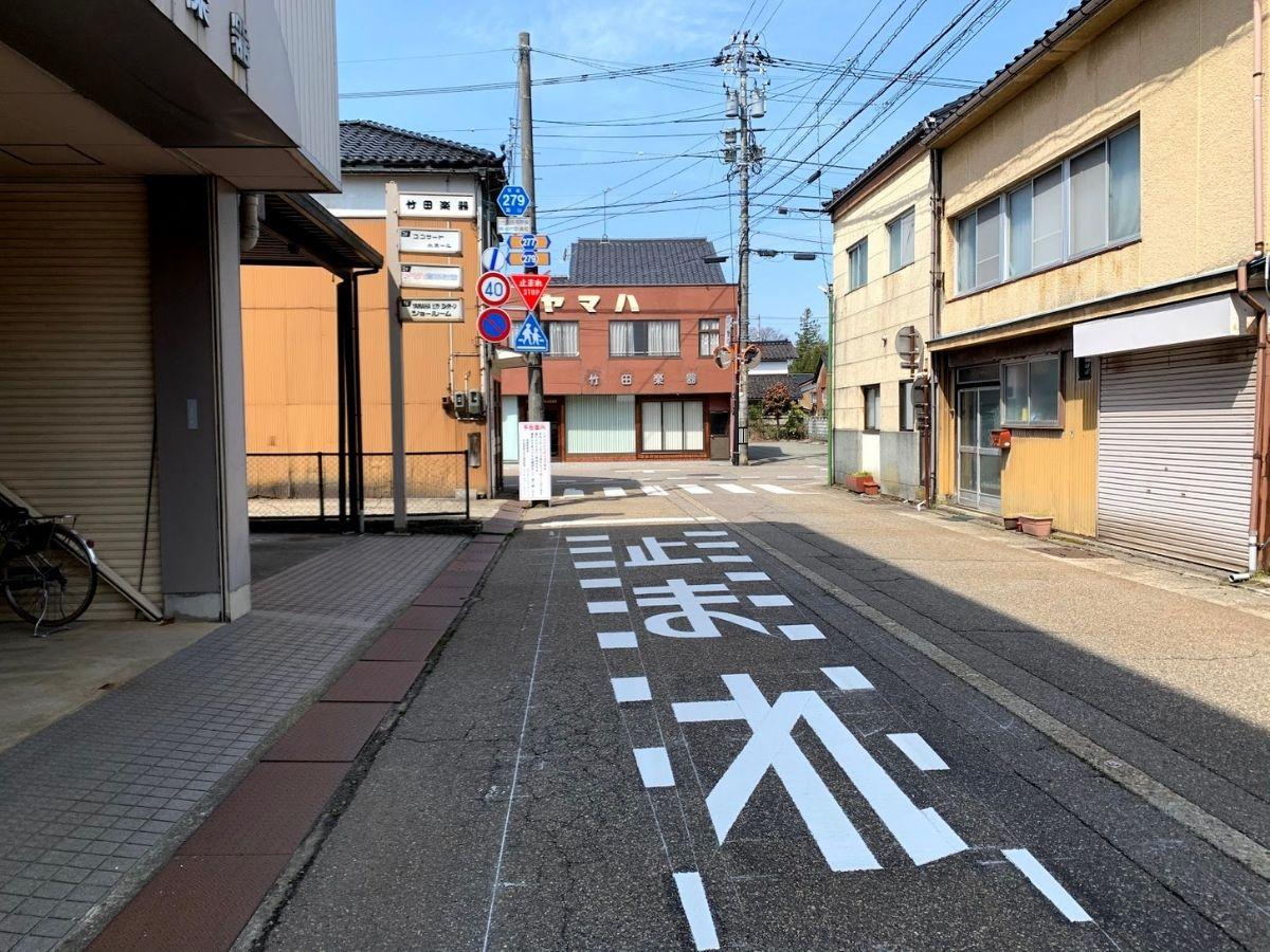 田中町の交差点を竹田楽器のほうから