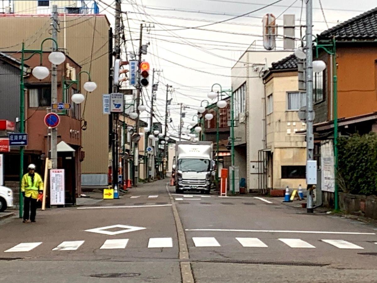 田中町の交差点の信号機工事中