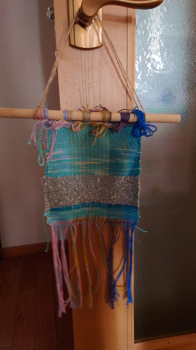 さをり織り体験、水色系の経糸ではこんな感じに出来上がりました。