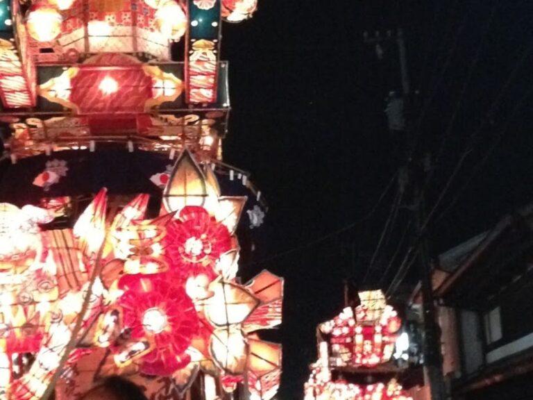 福野夜高祭新町大行燈と辰巳町大行燈