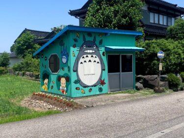 上川崎のバス停正面