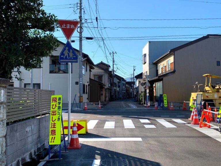 新町通りの一旦停止の標識