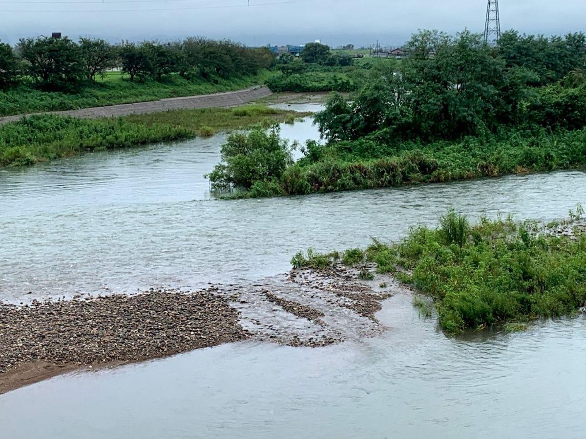 増水した小矢部川1