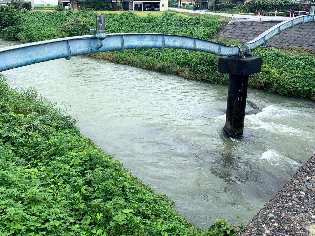 増水した旅川