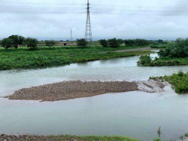 お盆は雨続きだったから福野の川が増水してた