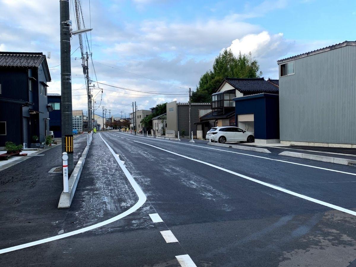 福野駅前側の道